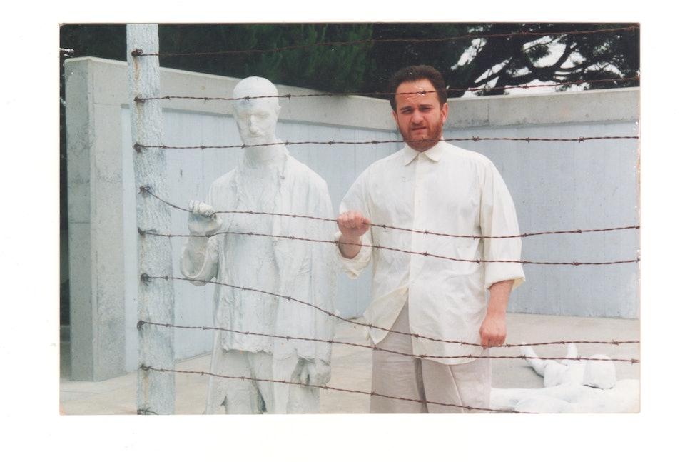 Олександр Ройтбурд біля Меморіалу жертвам Голокосту у Сан-Франциско, 1991